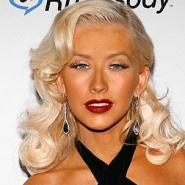 Image 2: Christina Aguilera - fake tan disaster